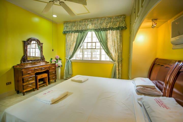 Villa master double bedroom