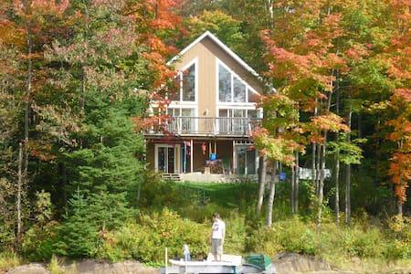 Chalet-maison bord de lac - Gore - Casa