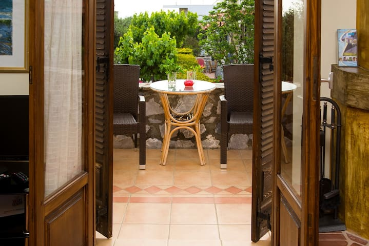 Maisonette in fruitful garden close to sandy beach - Stoupa - House
