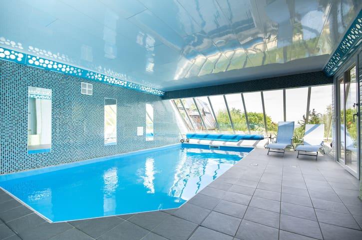 Vue mer et  piscine couverte - Plouha - Appartement