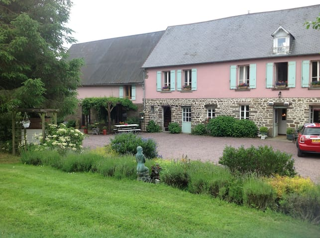 La Noette: Bed and Breakfast for 2 - Moyon