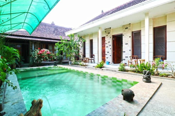 Nira Guest House With Art Funiture Gallery Sanur