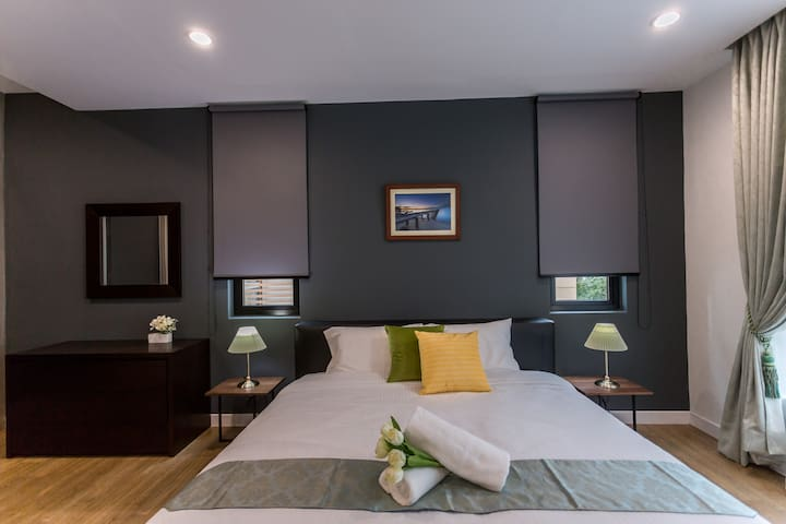 Comfortable King Bed at Masterbedroom