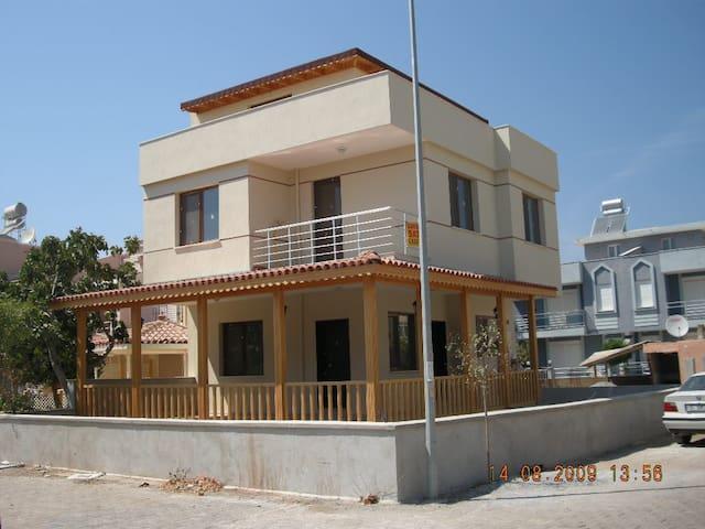 Denize 4. villada çatı odası. - Izmir - Penzion (B&B)