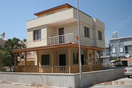 Denize 4. villada çatı odası. - Izmir - Bed & Breakfast