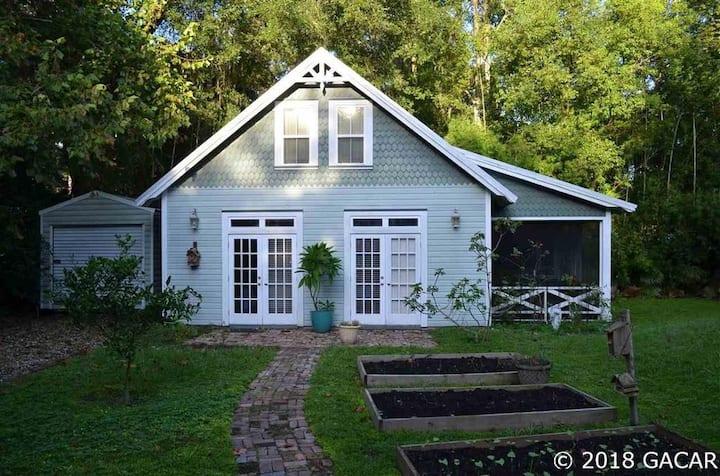 Micanopy Back Yard Cottage