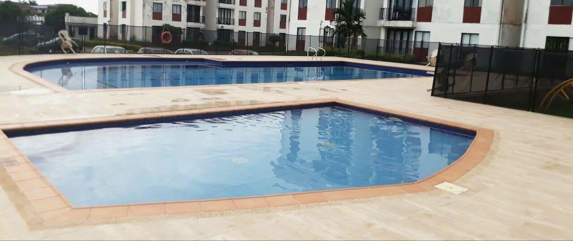 Apartamento con piscina en Restrepo