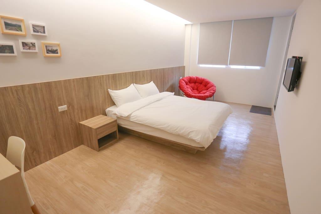 沐風雙人房 Room 房內擺設可能會變動,如果你希望入住的房間要有紅色躺椅,請於訂房時確認喔。