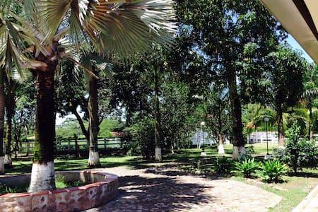 Hermosa finca cerca a Villavicencio - Villavicencio