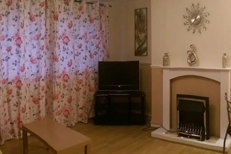 Large Fully Equipped 2 Bed S/C Flat - Blackmill, Bridgend, Wales, GB - อพาร์ทเมนท์