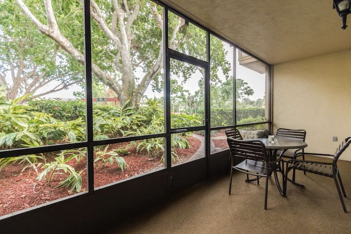 Park Shore Resort, 1st Floor, End Unit w/water views, close to lobby & on site restaurant