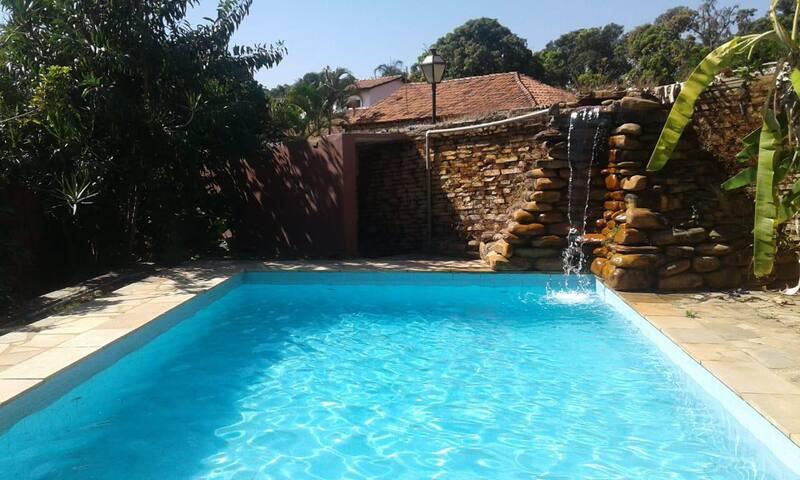 Casa Rosada, Vila com piscina em Pirenopolis