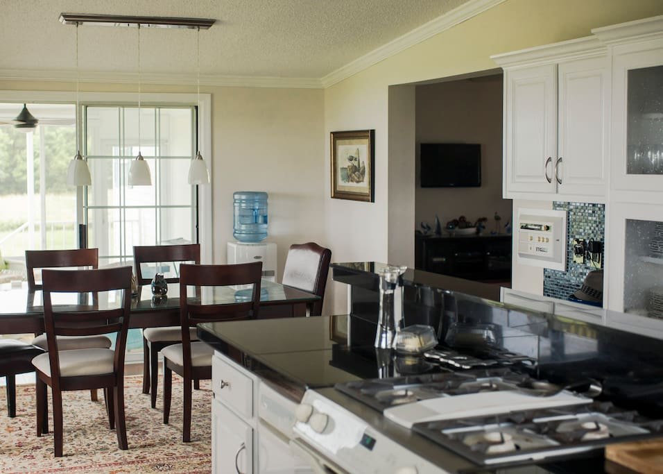 A shot of the kitchen and dining room, image courtesy of Amaris Photography.