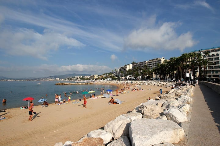 Cannes Central Haven with parking !
