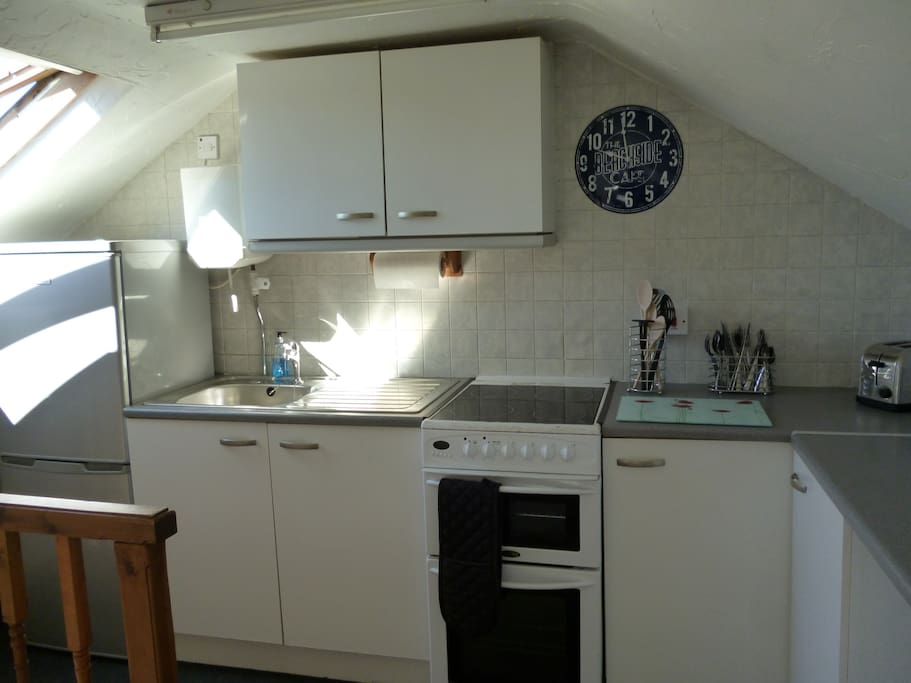 Well equipped kitchen with electric oven/grill, microwave and fridge freezer