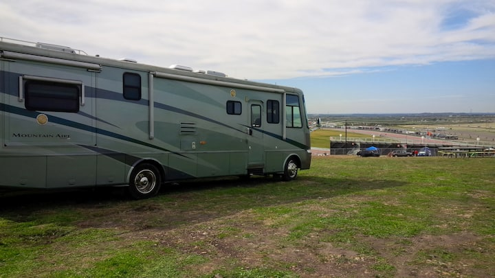 500 FT to F1 ! Luxury RV !