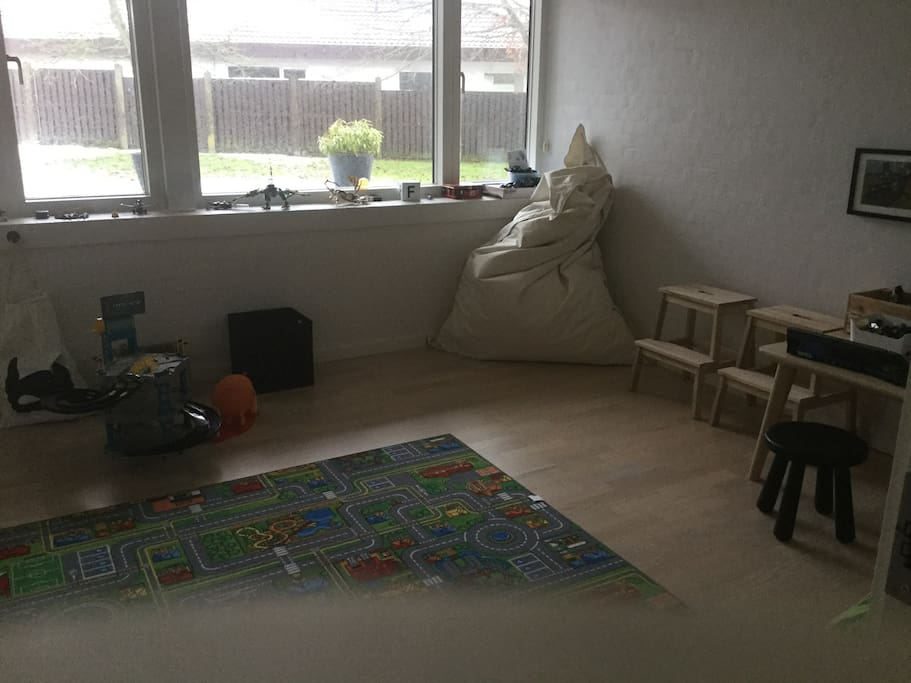 Room with Sofa-bed for 2 and a playroom for kids / Værelse med sovesofa til 2 og lege værelse for børn