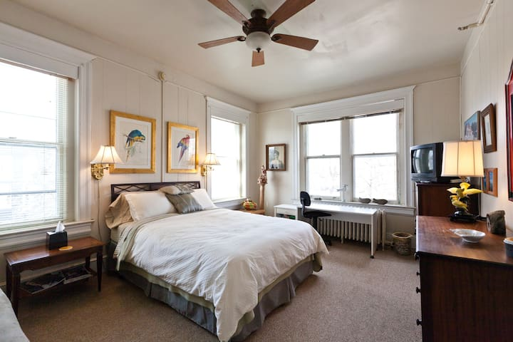 Mt. Pleasant Shabby Chic BnB # 3  Close-in DC! - Washington - Bed & Breakfast