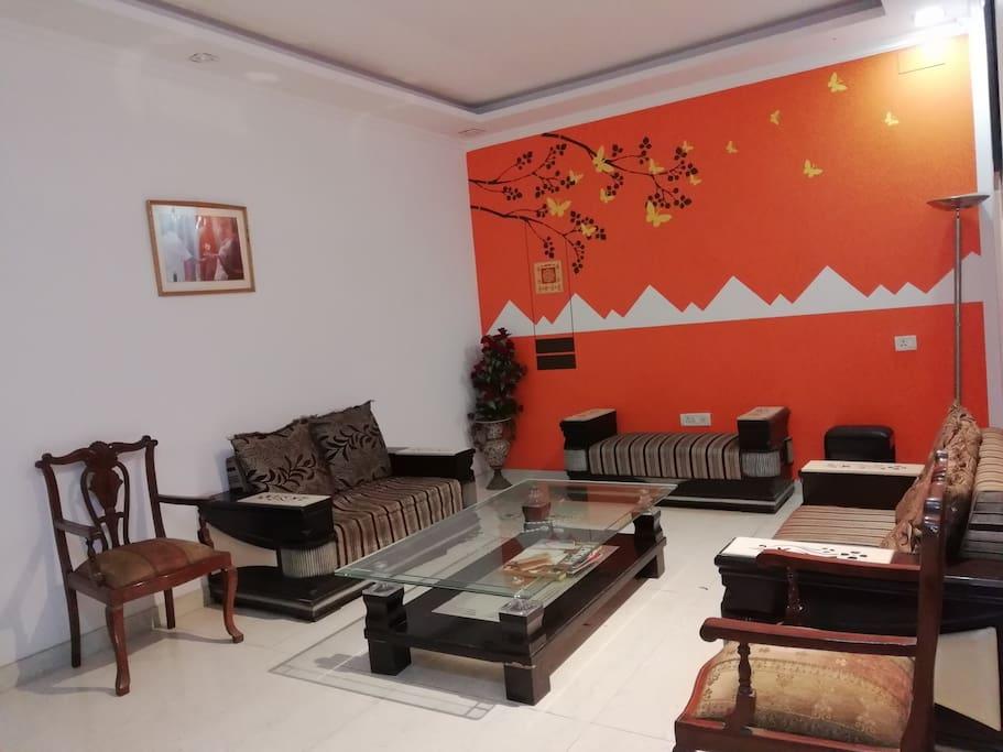 Meeting Room / Waiting Room