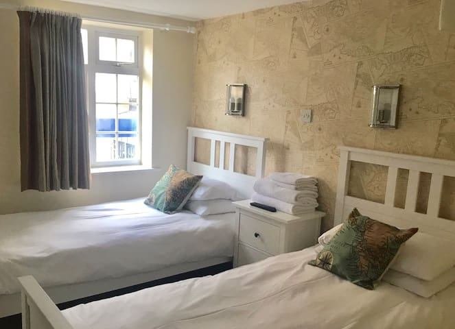 Dover - Twin room, en-suite, The Anchor Cowes