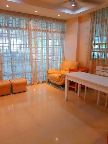 FULL IN Homestay Alor Setar整套房子 交通便利 保安措施 , 整洁温馨舒适