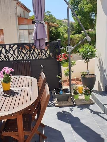 Chambre à louer  dans jolie maison avec jardin