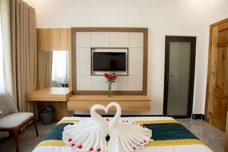 NGHI LAN HOTEL (Superior Quad Room-2 Double Beds)