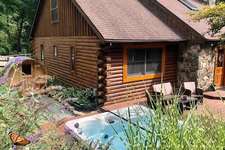 Log Cabin in Garrison +spa hot tub+barrel sauna