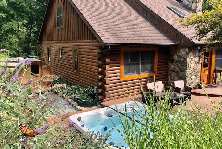 Log Cabin in Garrison+spa hot tub+barrel sauna