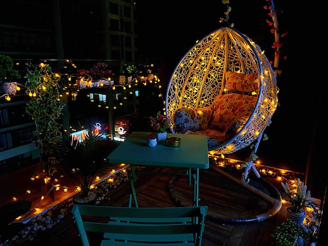「无恙-朝与夕」阳光100 市中心 近泰华 北欧设计 巨幕投影 露天阳台 网红灯串 吊椅