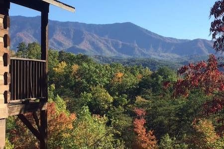 """Just the Two of Us"" Cabin with Spectacular View - Gatlinburg"
