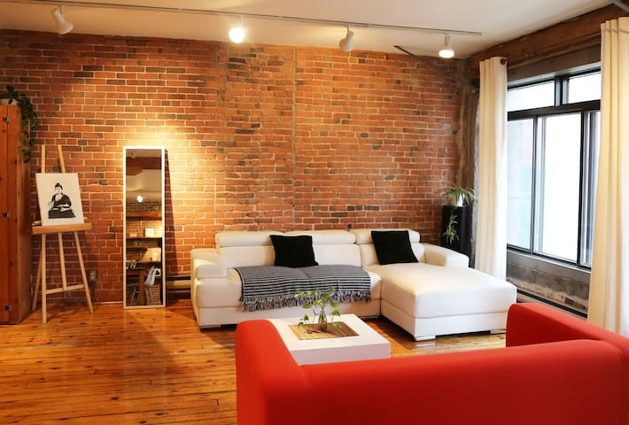 Beautiful Loft In Old Montreal
