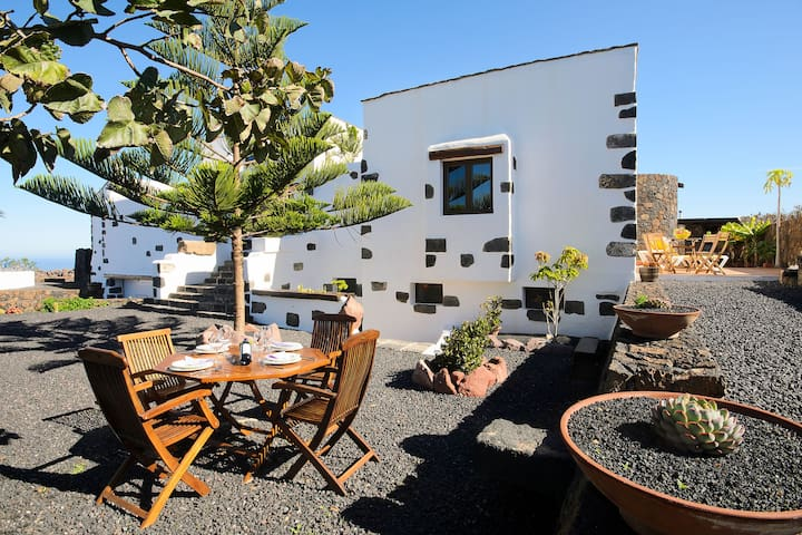 Gorgeous Garden with Stunning View - Los 4 Nobles