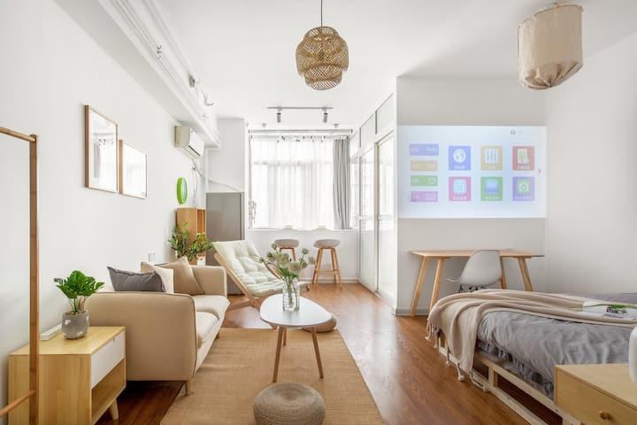 【盛夏光年】原木风/曼哈顿商圈/民航路地铁站/45平米一室一厅公寓