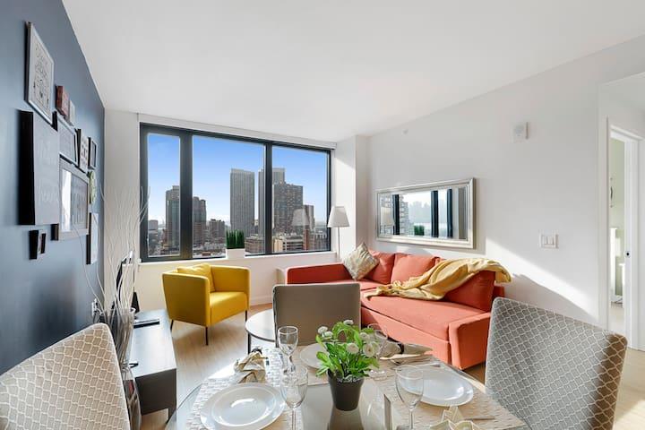 Modern Luxury One Bedroom Apartment, walk to Train