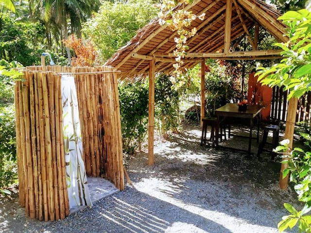 Surfers Garden Backpacker 2 Pax (with breakfast)