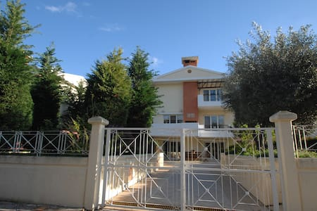 A LUXURIOUS VILLA, 2km FROM THE CENTER OF CHIOS - Chios