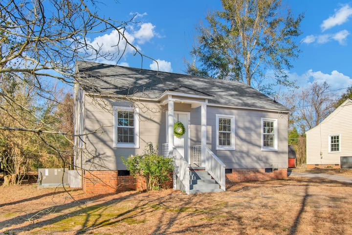 Charming Cottage-10 min to Ft Bragg & Downtown