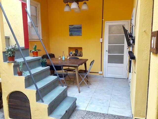 Habitación Luminosa en casa con Terraza y patio