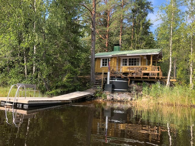 Authentic & cozy cottage, sauna & fresh water lake