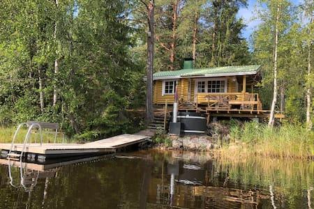 Authentic & cozy cottage, sauna & fresh water lake