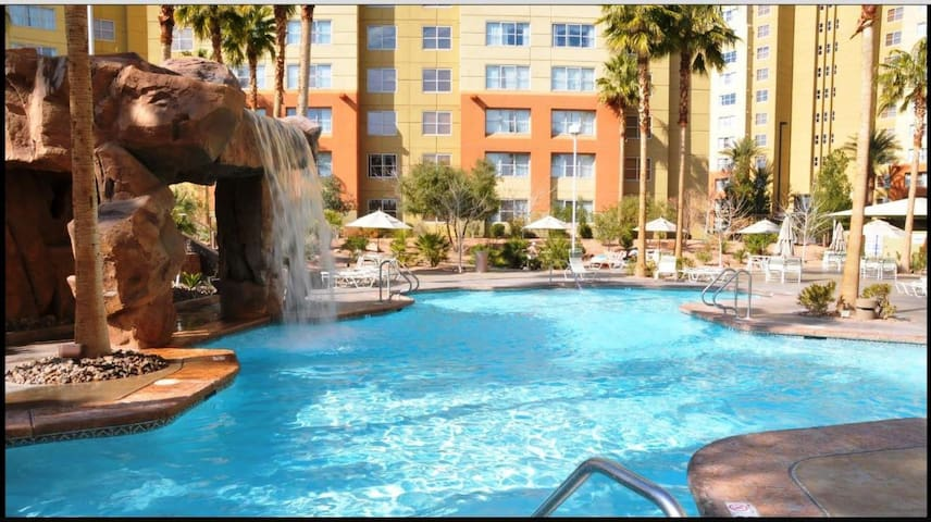 Resort on Las Vegas Blvd, spa, gym, 5 star+