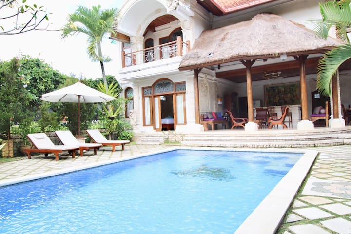 CLASSIC VILLA with NICE AMENITIES, Weekly 10% Disc