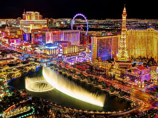 Viva Las Vegas! 2BR condo steps from the Strip!2