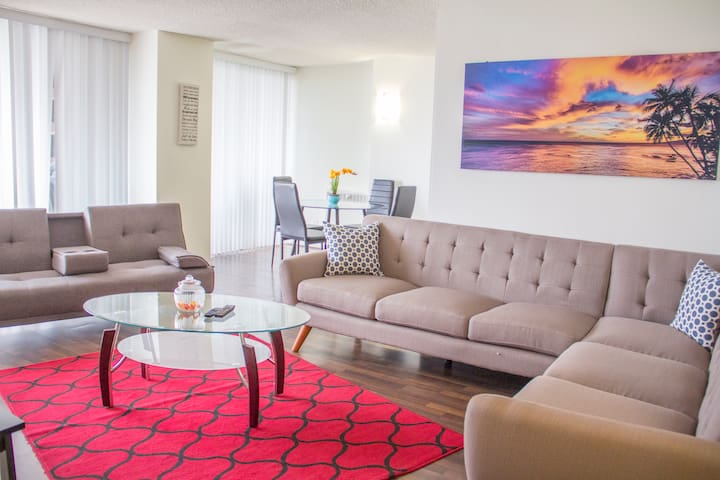 Glamorous Lifestyle in the Heart of Wilshire