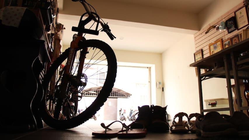借胡媽媽的腳踏車,在台南一個人享受道地生活 Enjoy your own Tainan life by Mama's bike(free but be careful)