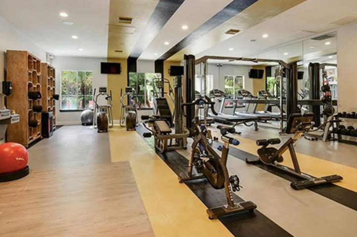 High End Loft + Pool + Gym