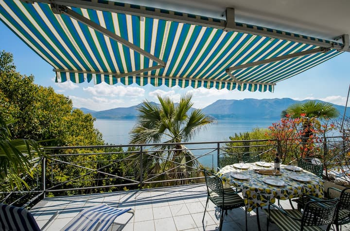 Cordan apartment with terrace lake view in Oggebbio