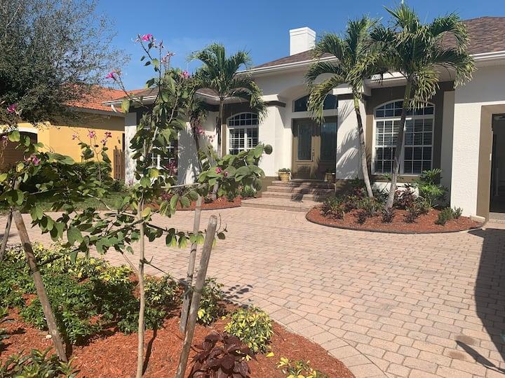AAA - Marco Island Luxury Home, Walk To The Beach.