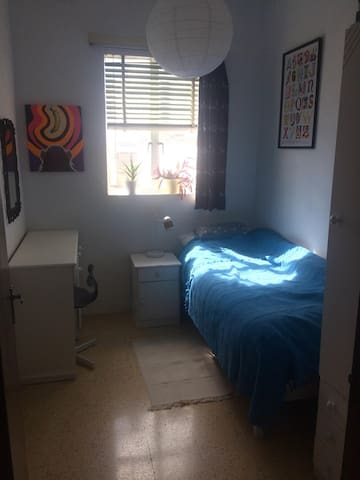 Single bright room for 1 in Central Sliema